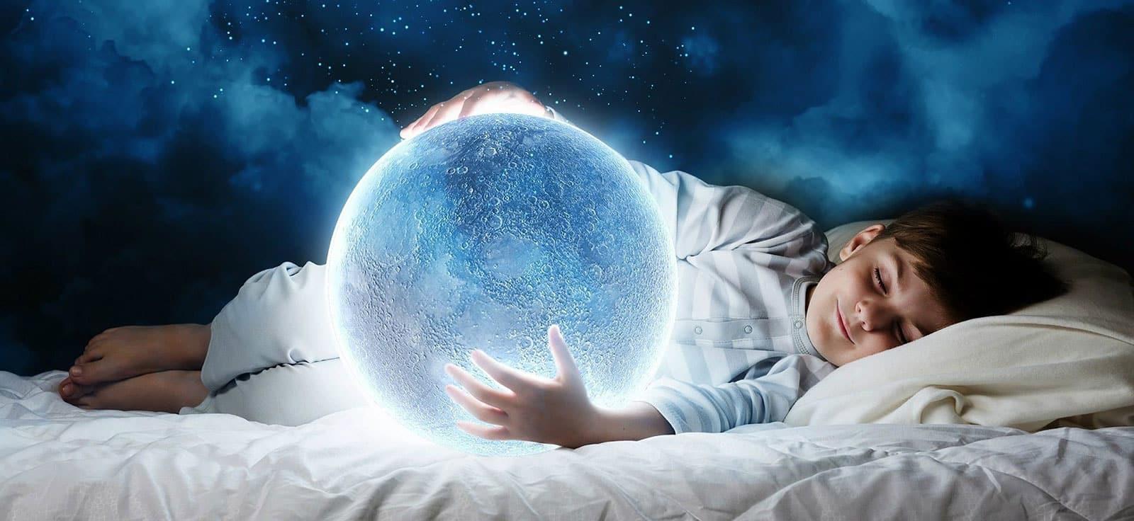 تصویر از فواید خوابیدن به پهلو برای مغز